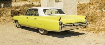卡迪拉克de ville大型高级轿车葡萄酒汽车 免版税库存照片