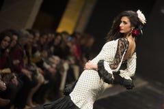 卡门Rojo在Pasarela Flamenca赫雷斯陈列汇集2015年 免版税图库摄影