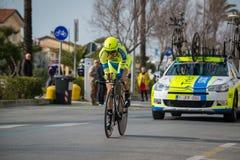 卡马伊奥雷,意大利- 2015年3月11日:专业骑自行车者 免版税图库摄影