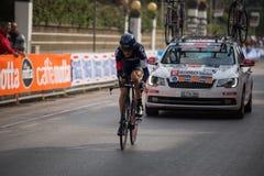 卡马伊奥雷,意大利- 2015年3月12日:专业骑自行车者 免版税库存照片