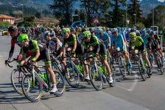 卡马伊奥雷,意大利- 2015年3月12日:专业骑自行车者 库存照片
