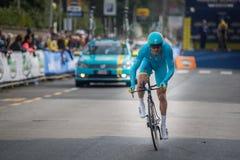 卡马伊奥雷,意大利- 2015年3月12日:专业骑自行车者 库存图片