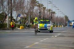 卡马伊奥雷,意大利- 2015年3月12日:专业骑自行车者 免版税库存图片