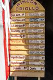 卡马圭,古巴- 2016年1月26日:一个地方餐馆林孔拉丁美洲各国的人的菜单在卡马圭的中心 免版税库存图片