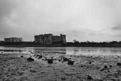卡鲁城堡Pembrokeshire南威尔士英国 免版税库存照片