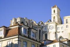 卡默利特平纹薄呢修道院葡萄牙里斯本地震的废墟,哥特式中间年龄 免版税库存照片