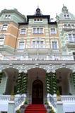 卡洛维变化美丽的豪宅 免版税库存照片