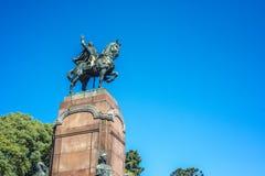 卡洛斯de阿尔维亚尔雕象在布宜诺斯艾利斯,阿根廷 免版税库存照片