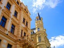 卡洛维美好的五颜六色的建筑学在捷克Repub变化 免版税图库摄影