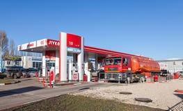 卢克石油加油站在晴天 免版税图库摄影