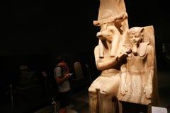 卢克索博物馆的-埃及游人 免版税库存照片