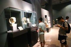 卢克索博物馆的-埃及游人 图库摄影