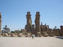 卢克索神庙—阿蒙镭中央寺庙的废墟  库存照片