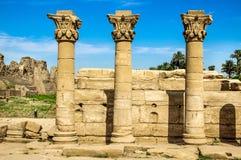卢克索,卡纳克神庙寺庙复合体 专栏埃及 古老大厦,中止废墟,柱子 免版税图库摄影