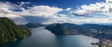 卢加诺湖全景  免版税库存图片