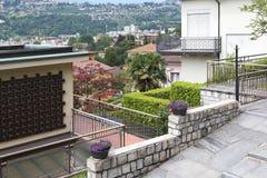 卢加诺的山地区域的都市发展的片段 库存照片