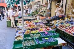 卢加诺,瑞士新鲜的水果和蔬菜市场  图库摄影