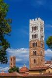 卢卡历史的中心塔 免版税库存图片