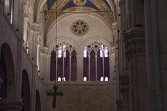 卢卡大教堂内部看法的被成拱形的窗口  Cattedrale di圣马蒂诺 托斯卡纳 意大利 免版税库存照片