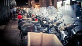 卢卡,意大利- 2014年9月04日:彼此停放的滑行车摩托车 图库摄影