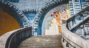 卢尔德圣所的大教堂的建筑学的细节  图库摄影