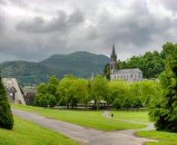 卢尔德,法国大教堂的看法  免版税图库摄影