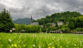 卢尔德,法国大教堂的看法  库存图片