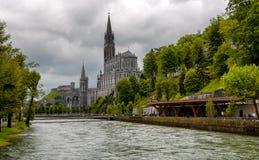 卢尔德,法国大教堂的看法  库存照片