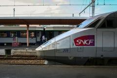 卢尔德,法国- 2006年8月22日:法国高速火车TGV大西洋省准备好在卢尔德驻地平台的离开 免版税库存图片