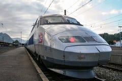 卢尔德,法国- 2006年8月22日:法国高速火车TGV大西洋省准备好在卢尔德驻地平台的离开 Pyrenne 库存照片