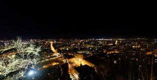 卢布尔雅那夜全景从卢布尔雅那城堡, Sloveni的 免版税库存照片