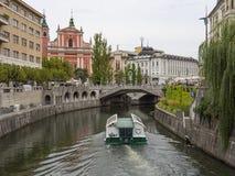 卢布尔雅那河沿 免版税库存照片