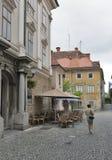 卢布尔雅那狭窄街道在斯洛文尼亚 免版税图库摄影