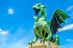 卢布尔雅那龙绿色雕象蓝天 免版税库存图片