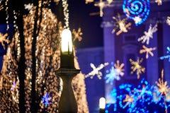 卢布尔雅那,斯洛文尼亚-与圣诞节装饰照明设备的12月夜 免版税库存照片