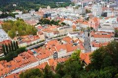 卢布尔雅那,斯洛文尼亚- 2017年8月15日-对老城市的全景从卢布尔雅那城堡的顶端 库存照片