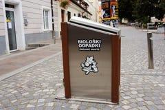 卢布尔雅那,斯洛文尼亚- 2017年8月15日 排序在市中心的垃圾 库存照片