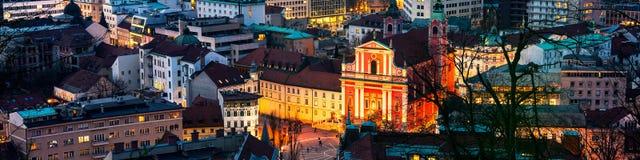 卢布尔雅那,斯洛文尼亚鸟瞰图在晚上 免版税图库摄影