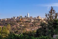 卢旺达与生存房子和busines的首都街市ladscape 库存照片