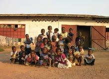 卢本巴希,刚果民主共和国:摆在为照相机的小组孩子 免版税图库摄影