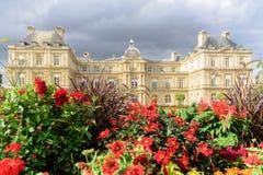 卢森堡公园在一多云天,巴黎法国 免版税库存图片