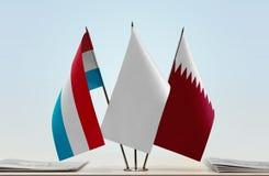卢森堡和卡塔尔的旗子 免版税图库摄影