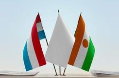 卢森堡和尼日尔的旗子 免版税库存照片