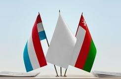 卢森堡和阿曼的旗子 免版税库存照片