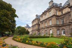 卢森堡宫殿门面在卢森堡庭院,巴黎里 库存照片