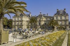 卢森堡庭院在一好日子在巴黎 库存图片