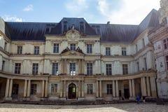 卢瓦尔谢尔省,法国- 2014年6月09日:皇家城堡门面在布卢瓦,法国 库存图片