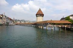 卢赛恩、塔(Wasserturm)和教堂桥梁 免版税图库摄影