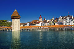 卢赛恩的历史的中心有著名教堂桥梁和湖的卢赛恩& x28; Vierwaldstatersee& x29; 瑞士 库存图片