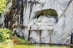 卢赛恩,在岩石雕刻的死的狮子 免版税图库摄影